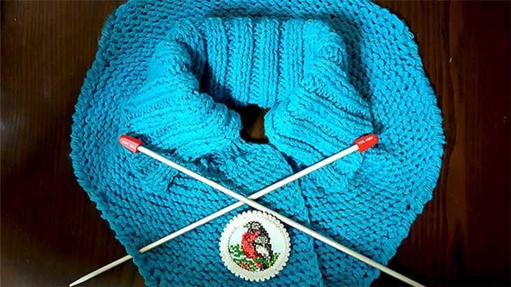 Вяжем шарф-манишку спицами пошагово с фото