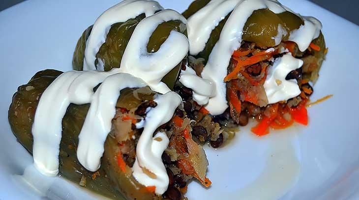 Перец, фаршированный чечевицей и цветной капустой