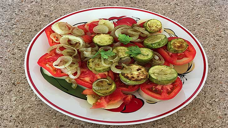 Как приготовить сытную и пикантную овощную закуску, рецепт пошагово с фото