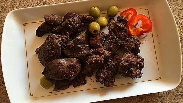 Как приготовить куриную печень с белым вином и томатным соусом