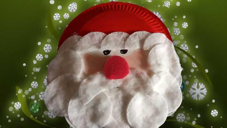 Процесс изготовления Деда Мороза из бумажных тарелок и ватных дисков, пошагово с фото
