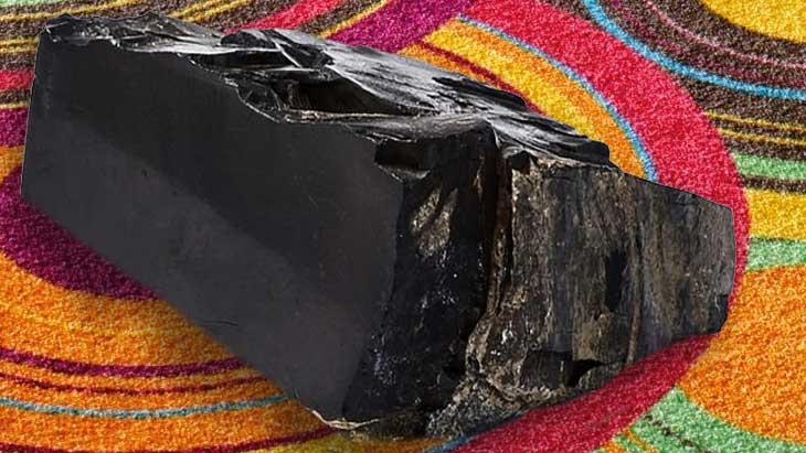 Гагат: целебный и магический камень, свойства, сильный оберег для всех