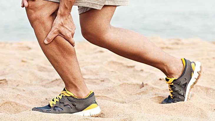 Как помочь при судороге в ногах